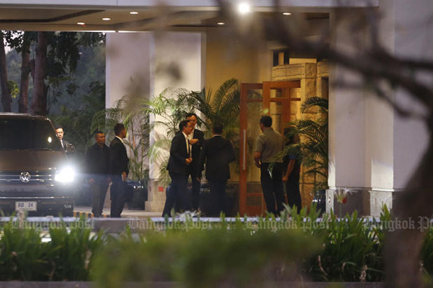 Members of ruling coalition arrive at Rajpruek Club on Tuesday night for a get-together dinner that included shark-fin soup. (Photo by Pornprom Satrabhaya)