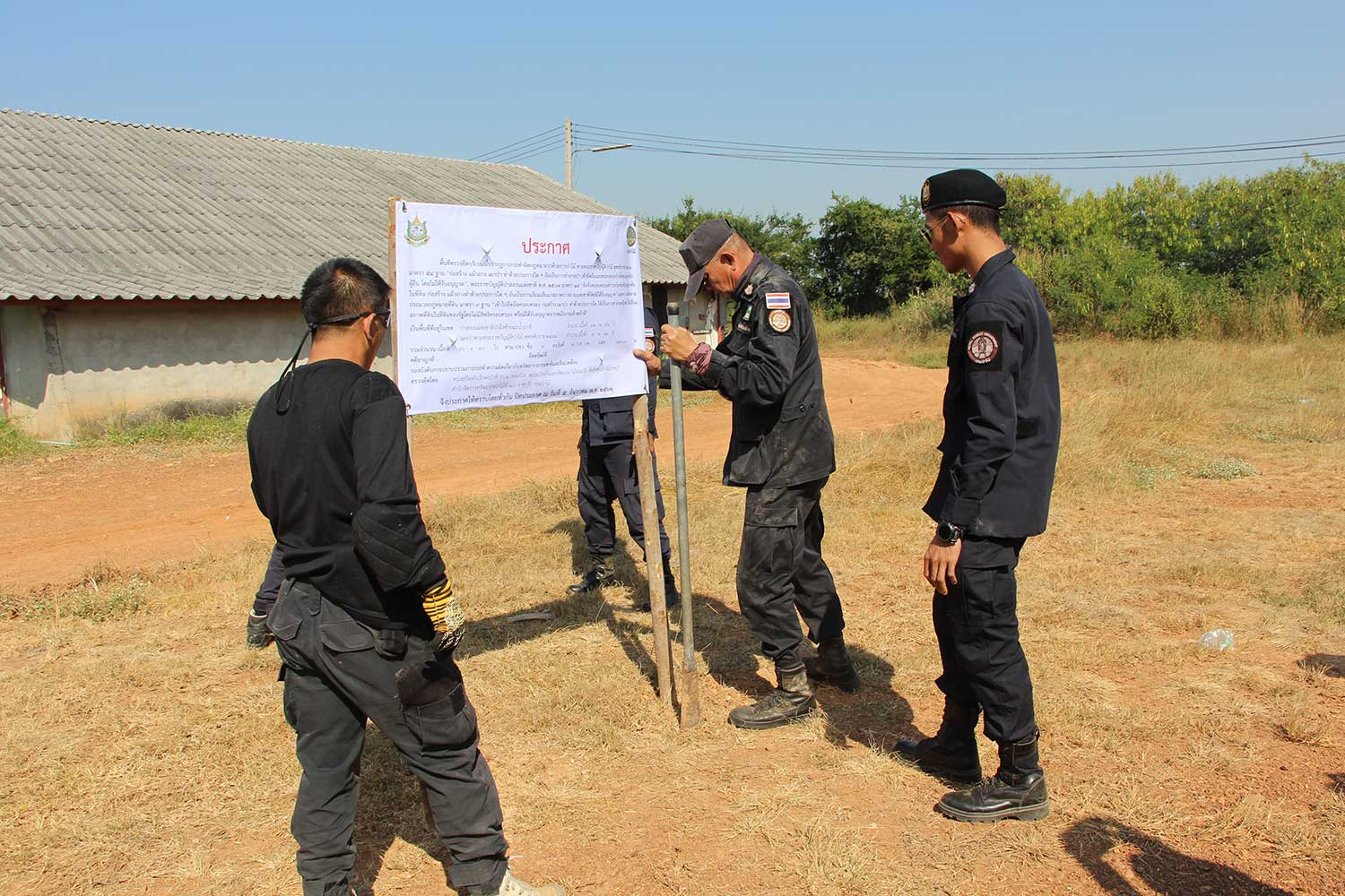 Forestry officials put up a noitce on a chicken farm run by coalition Palang Pracharath Party MP Pareena Kraikupt for encroaching on 46 rai of forest areas in Chom Bung district, Ratchaburi province. (Photo by Saichon Srinuanchan)