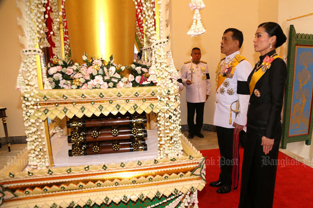 His Majesty the King, accompanied by Her Majesty the Queen, presided over the cremation ceremony of former privy council president Gen Prem Tinsulanonda at Wat Debsirindrawas on Sunday. (Photo by Pornprom Satrabhaya)