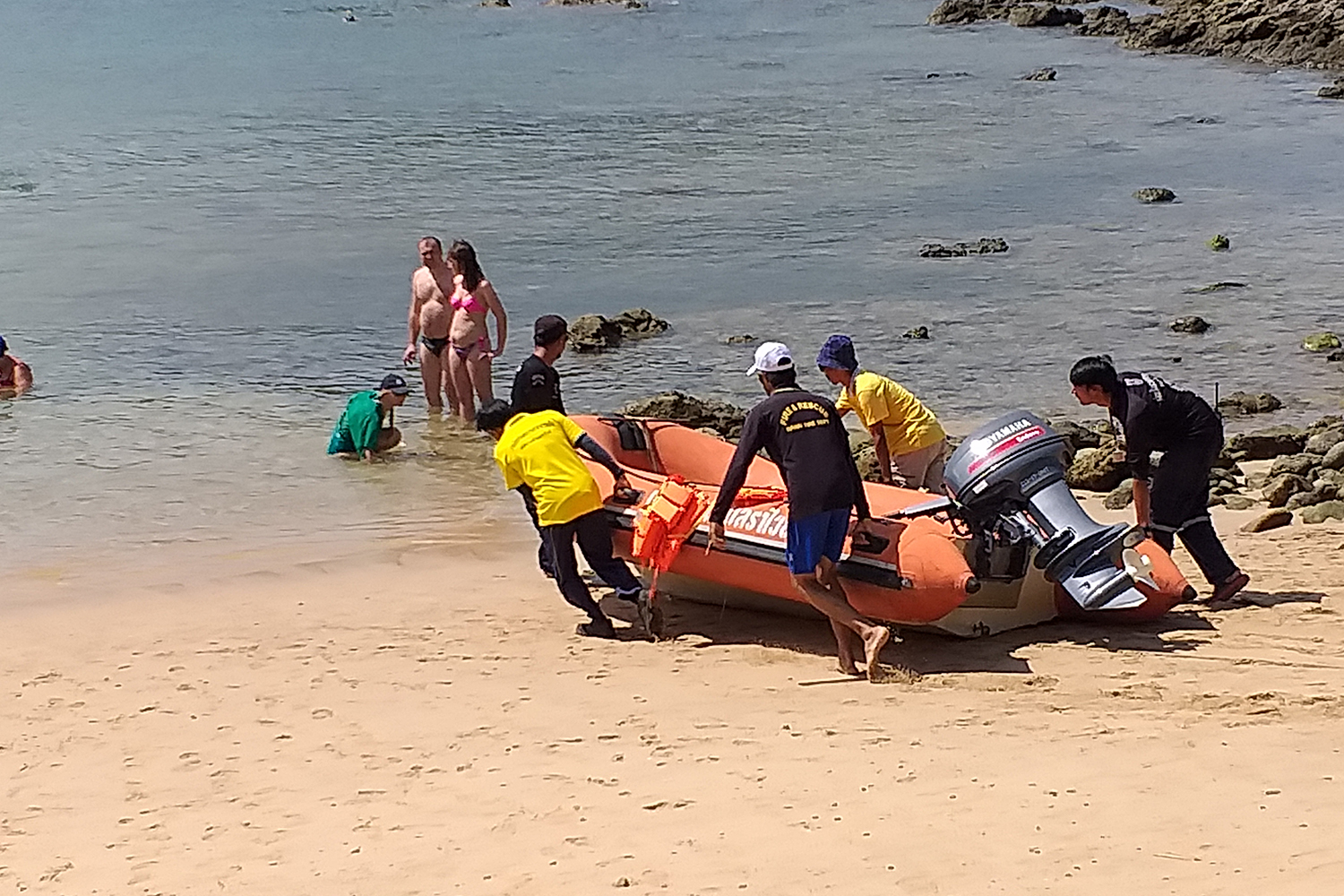 Rescuers go to the Andaman Sea in a rubber boat in Phuket province on Monday to search for a Polish tourist and a Thai woman who went kayaking and have not returned since Saturday. (Photo by Achadtaya Chuenniran)