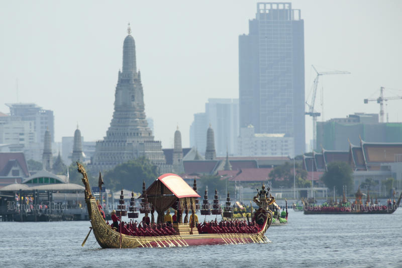 Oarsmen had their final rehearsal of the royal barge procession for His Majesty the King on Monday. The ceremony is on Thursday. (Photo by Patipat Janthong)
