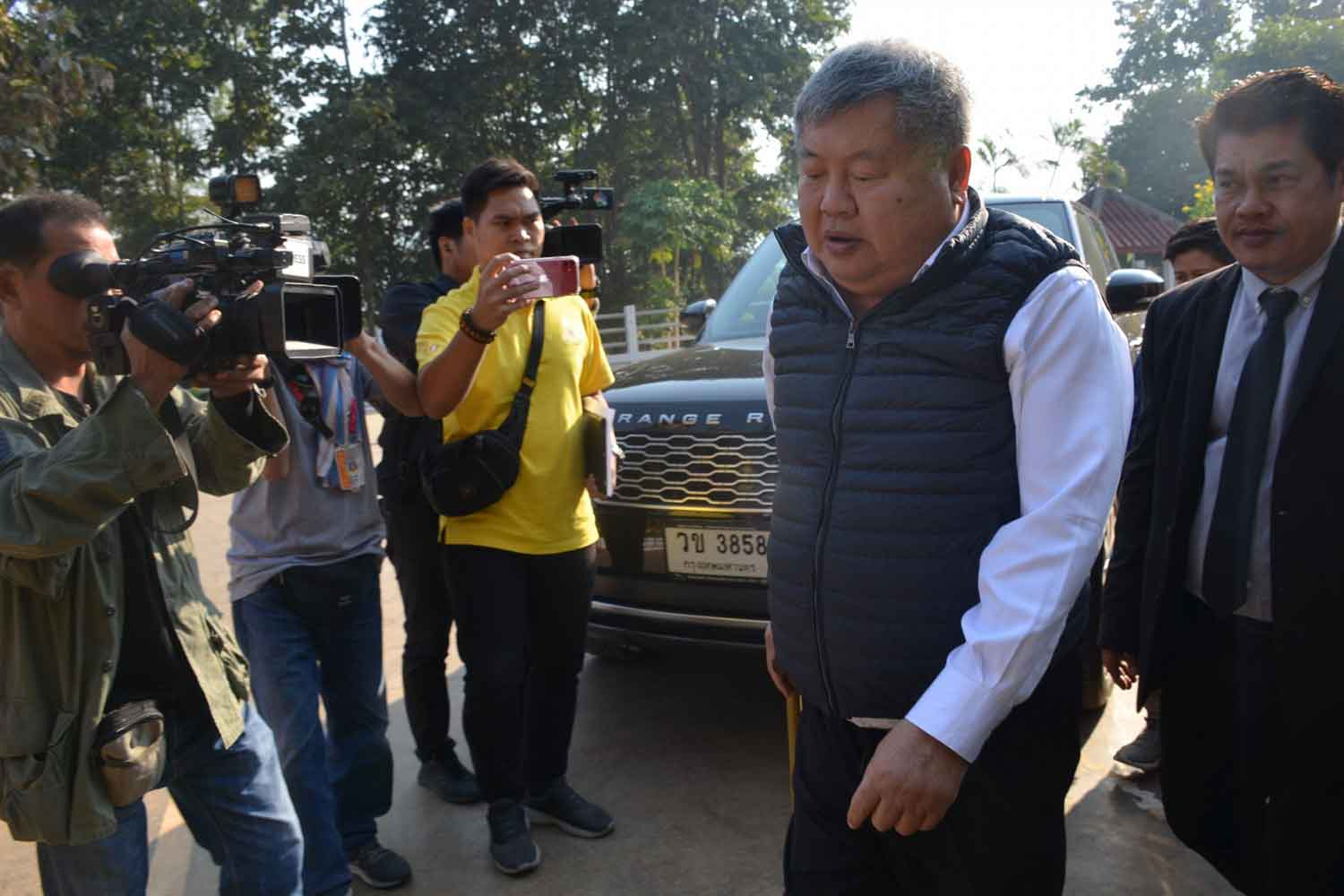 Construction billionaire Premchai Karnasuta arrives at Thong Pha Phum Court in Kanchanaburi province on Thursday to hear the appellate court's judgement. (Photo by Piyarat Chongcharoen)