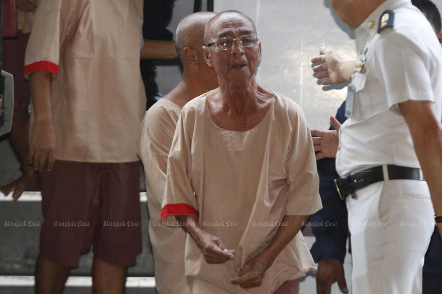 Lao Ta Saenlee, then 77, arrives at the Criminal Court in Bangkok on Dec 13, 2017, for judgement. He received life imprisonment. The Appeal Court on Thursday upheld the lower court's sentence. (File photo)