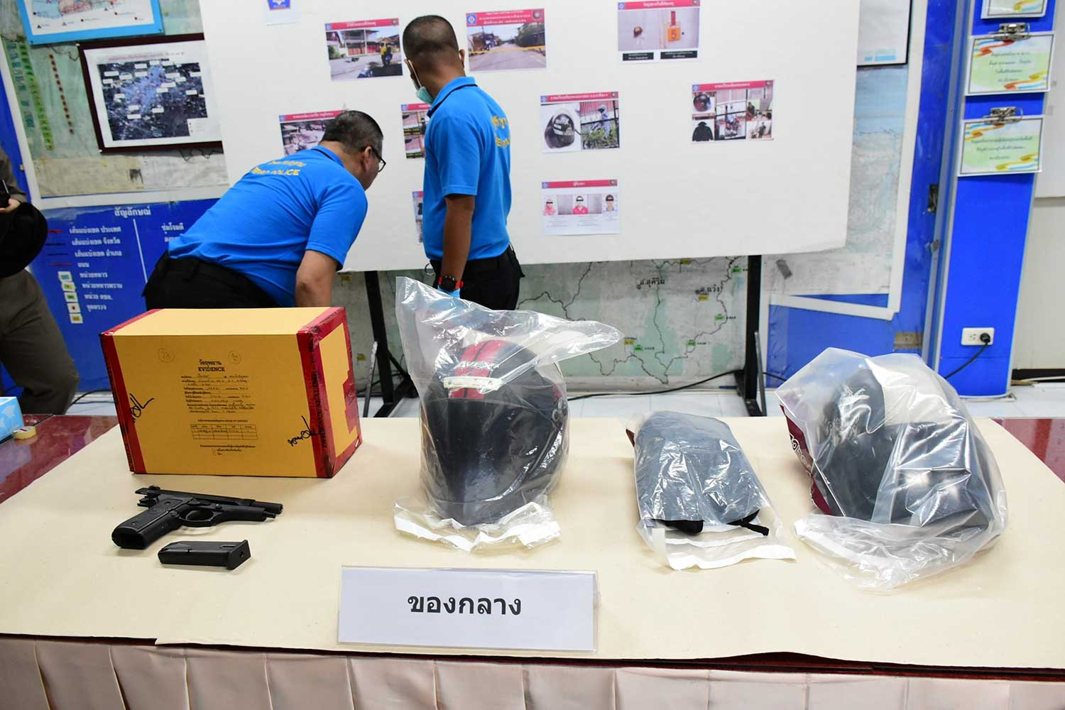 Crash helmets, a pistol and other items used in the attack on a senior forestry official in Muang district of Yala on Dec 5 are shown during a  briefing on the arrest of three suspects, including a 14-year-old, the accused gunman. (Photo from @Krpoliceyala Facebook page)