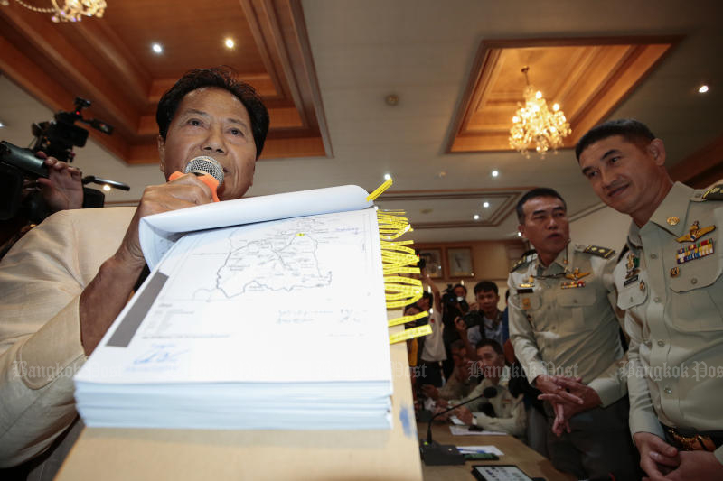 Former Ratchaburi MP Tawee Kraikupt shows the media maps of the land owned by his daughter, Pareena, during a Royal Forestry Department press briefing on its decision to   press charges against her for encroachment, earlier this month. (Photo by Patipat Janthong)