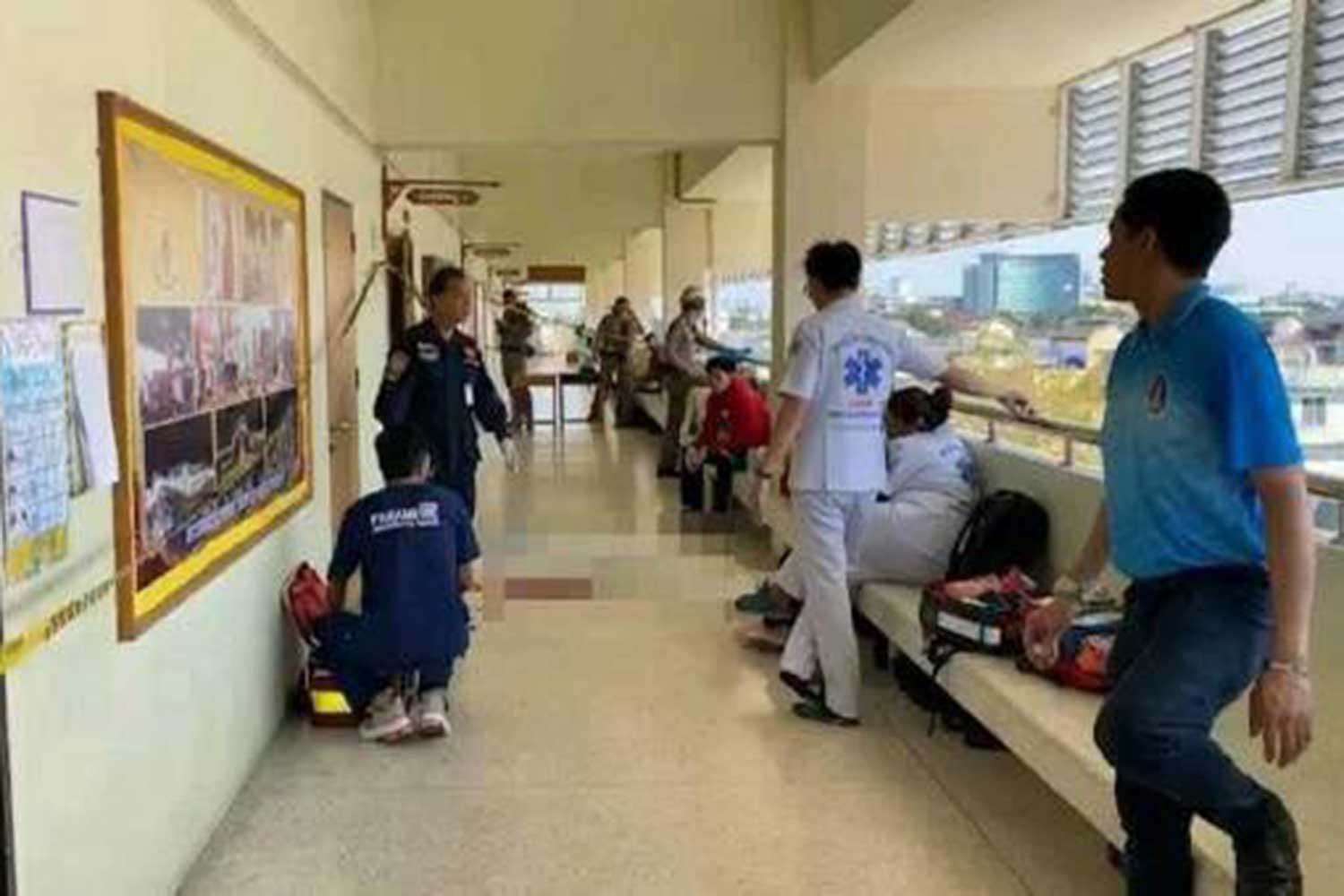 Rescue workers at the school where a 13-year-old student was shot dead by a classmate in front of their classroom, in Nonthaburi on Wednesday morning. (Photo taken from @SIAMNONTHABURIFOUNDATION Facebook page)