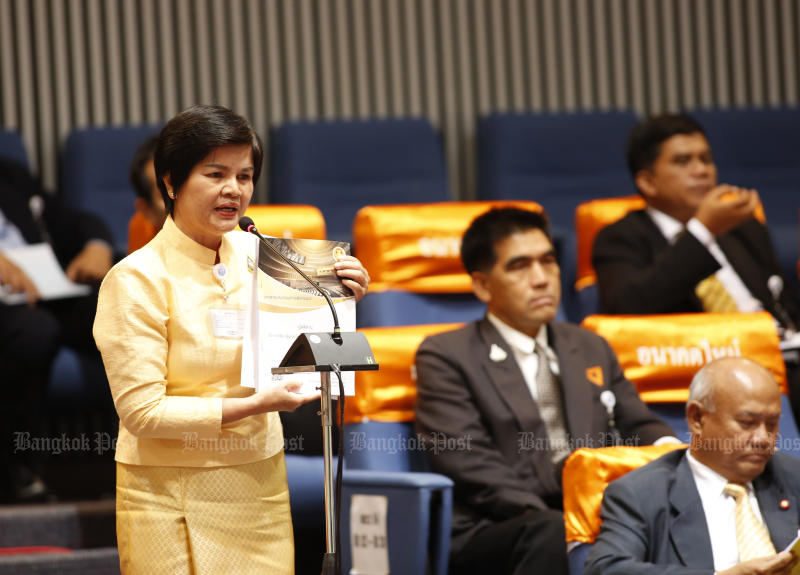 Srinual Boonlue speaks in Parliament when she was a former Future Forward Party MP for Chiang Mai. (Bangkok Post file photo)