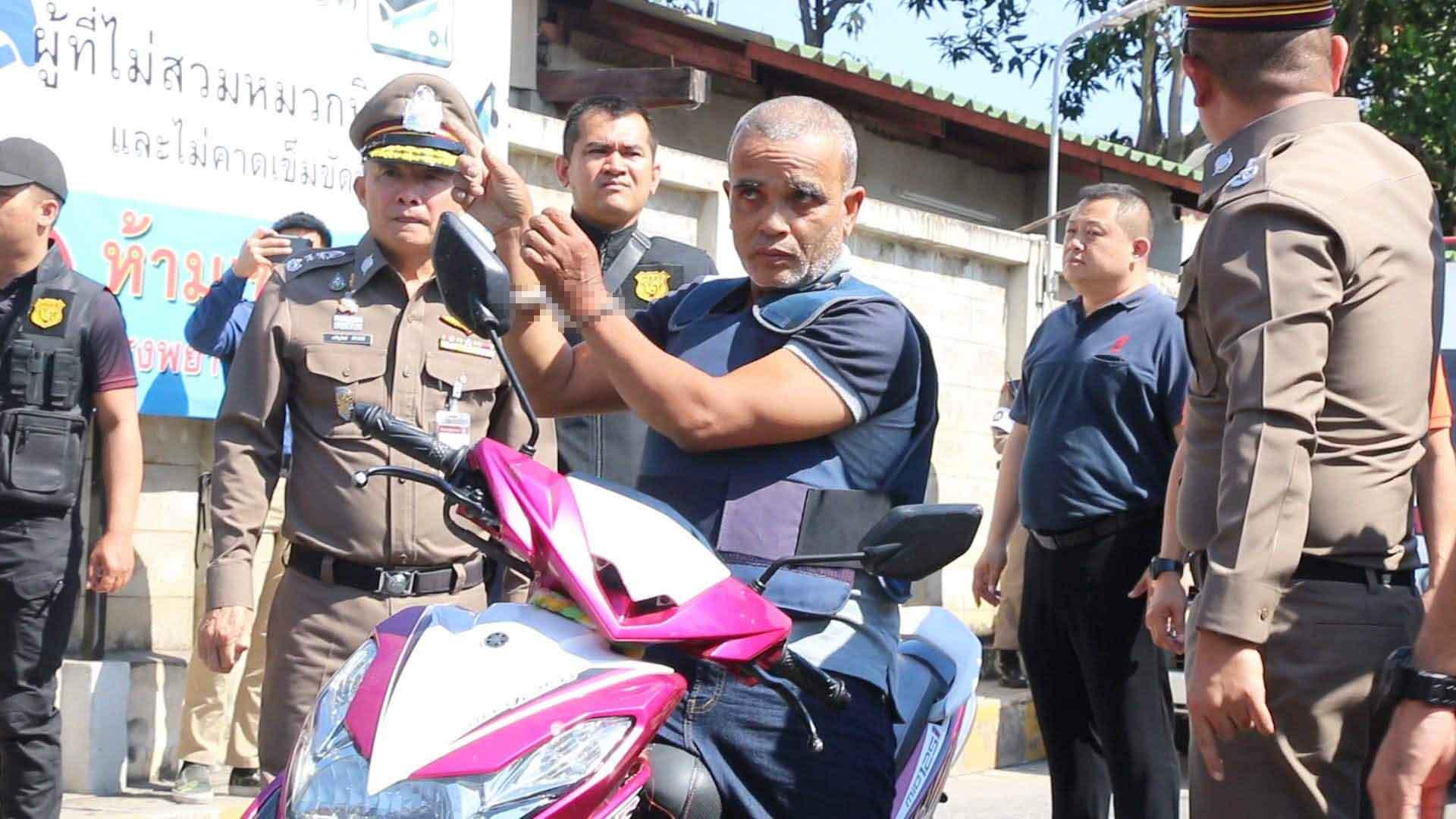 Serial killer Somkid Pumpuang during his crime reenactment in Khon Kaen province on Thursday. (Photo by Chakkrapan Natanri)