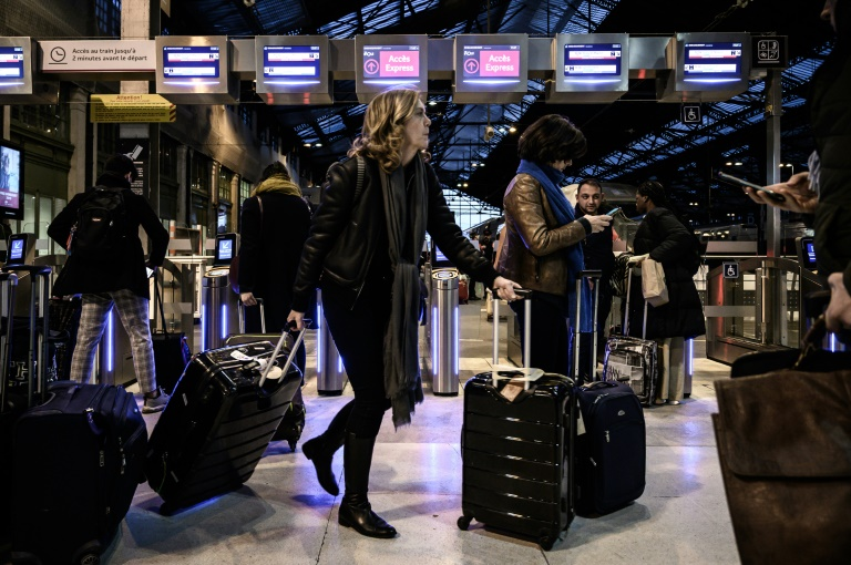 French transport strike drags into Day 19, casts pall on Christmas