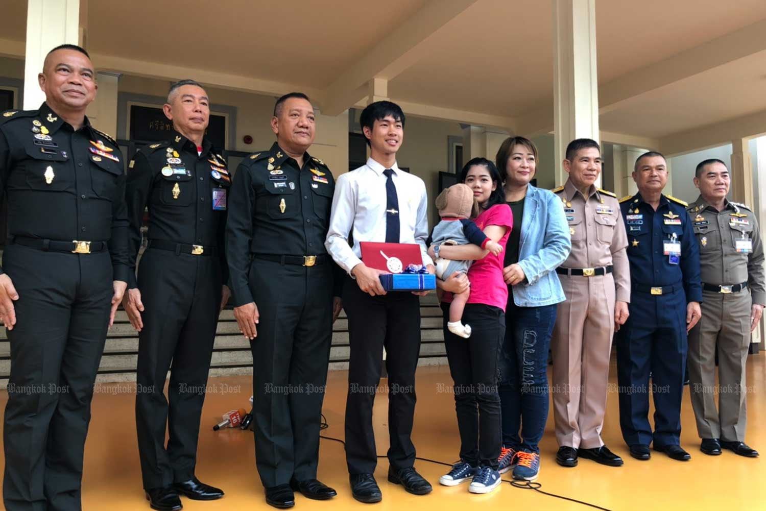 "Kasidet ""Nong Ray'' Lertudomtham wins praise from the military and police leaders for his bravery in providing clues that led to the arrest of serial killer Somkid Pumpuang. (Photo by Wassana Nanuam)"