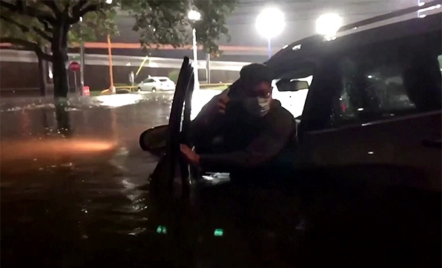 Beta weakens as it crawls through Texas