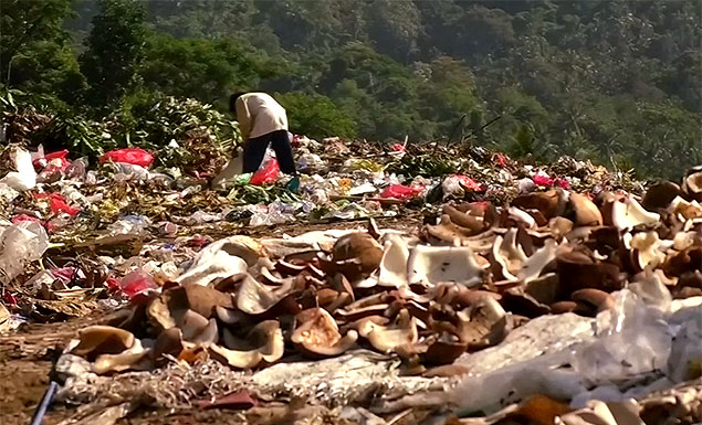 Bali sisters say 'Bye Bye Plastic Bags'