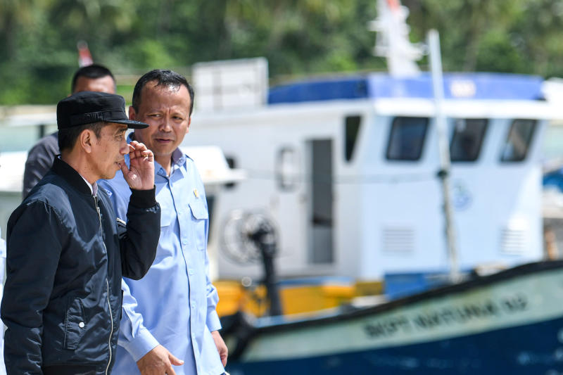 Indonesia's President Joko Widodo talks to Indonesia's Maritime Affairs and Fisheries Minister Edhy Prabowo during a visit in Natuna, Riau Islands, Indonesia on Wednesday. (Antara Foto/M Risyal Hidayat/via REUTERS)