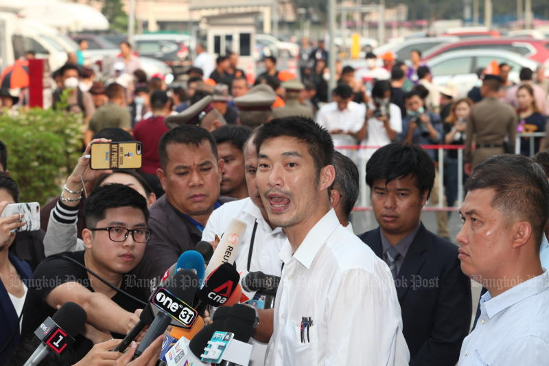 Future Forward Party leader Thanathorn Juangroongruangkit talks to supporters before entering the Pathumwan police station on Friday to hear charges relating to the rally he staged on Dec 14 at Pathumwan intersection in Bangkok. (Photo by Apichart Jinakul)
