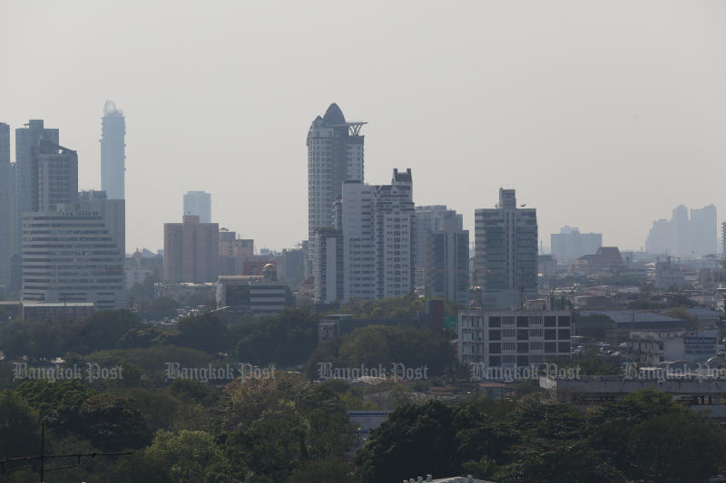 Fine dust particles could come back to haunt residents in Greater Bangkok this coming week. (Photo by Varuth Hirunyatheb)
