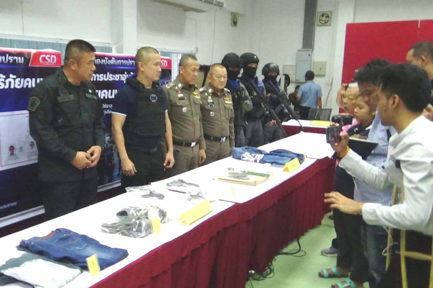Senior police officers in Trang province on Sunday announce the arrest of seven suspects for the murder of a garage owner in the southern province last month. (Photo by Methee Muangkaew)
