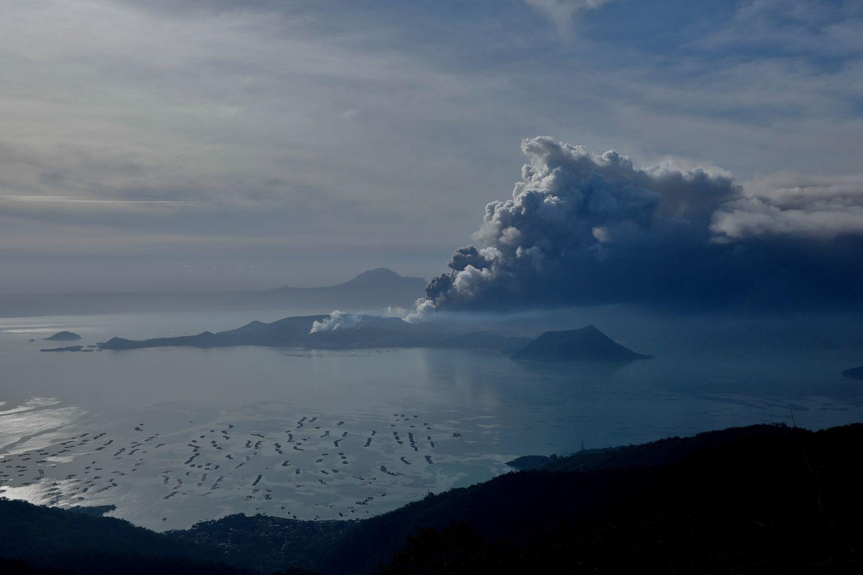 rumbling volcano shuts down manila