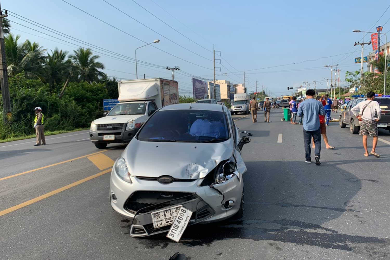 The car involved in the fatal crash with a motorcycle that killed a mother and her 19-month-old son in Muang district of Nakhon Si Thammarat on Wednesday morning. (Photo by Nujaree Raekrun)