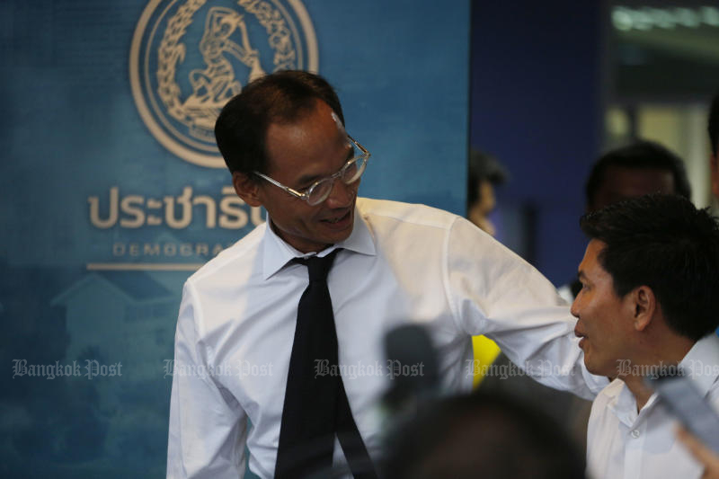 Korn Chatikavanij's decision to quit the Democrat Party was formalised on Wednesday with a resignation letter presented to the Election Commission. (Bangkok Post photo)