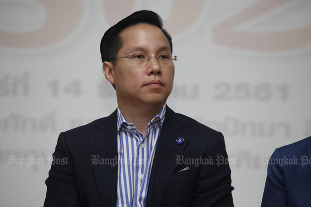 Atavit Suwannapakdee called it quits with the Democrat Party on Thursday, one day after stalwart Korn Chatikavanij resigned his membership. (Bangkok Post photo)