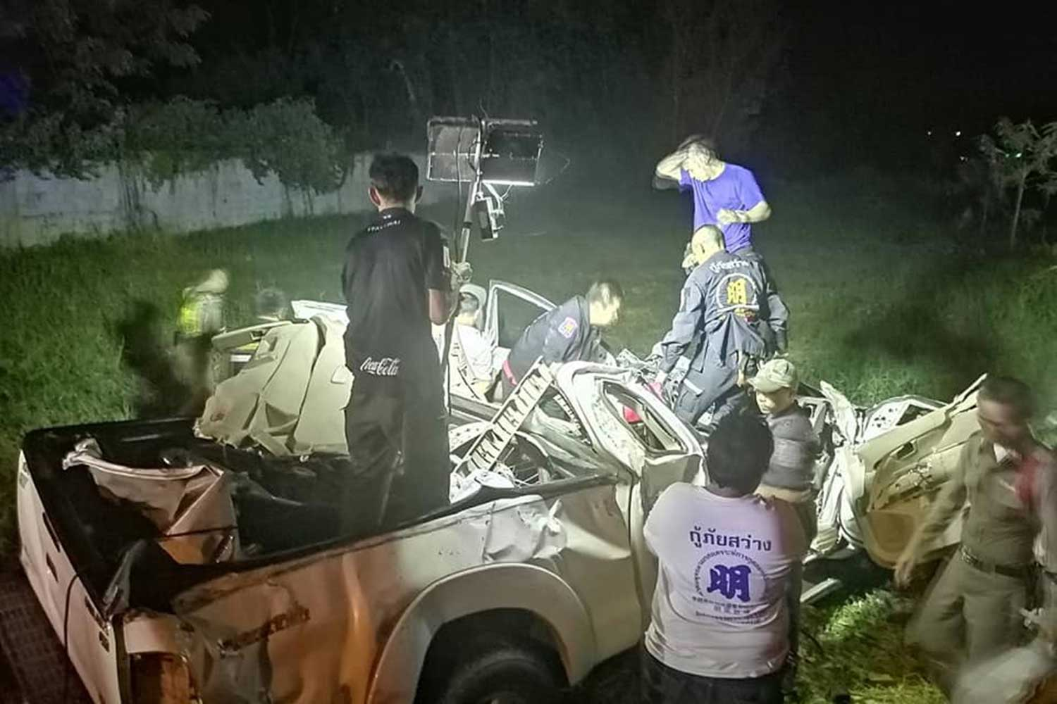 Four people in this white Vigo pickup truck, a couple and their two young sons, were killed when the another pickup veered over the centre-line and  hit them head-on in Buri Ram's Muang district early Thursday night. The other driver was also killed. (Photo taken from  Sawang Janyatham Buri Ram rescue team Facebook page)
