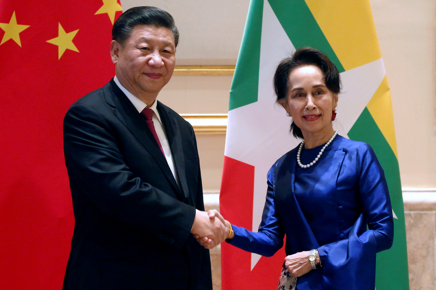 Myanmar State Counsellor Aung San Suu Kyi greets Chinese President Xi Jinping at the Presidential Palace in Nay Pyi Taw on Friday. (Reuters Photo)