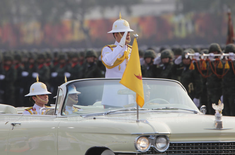 His Majesty the King presides over a grand military parade at the army's cavalry centre in Saraburi's Muang district on Saturday. (Photo by Apichit Jinakul)