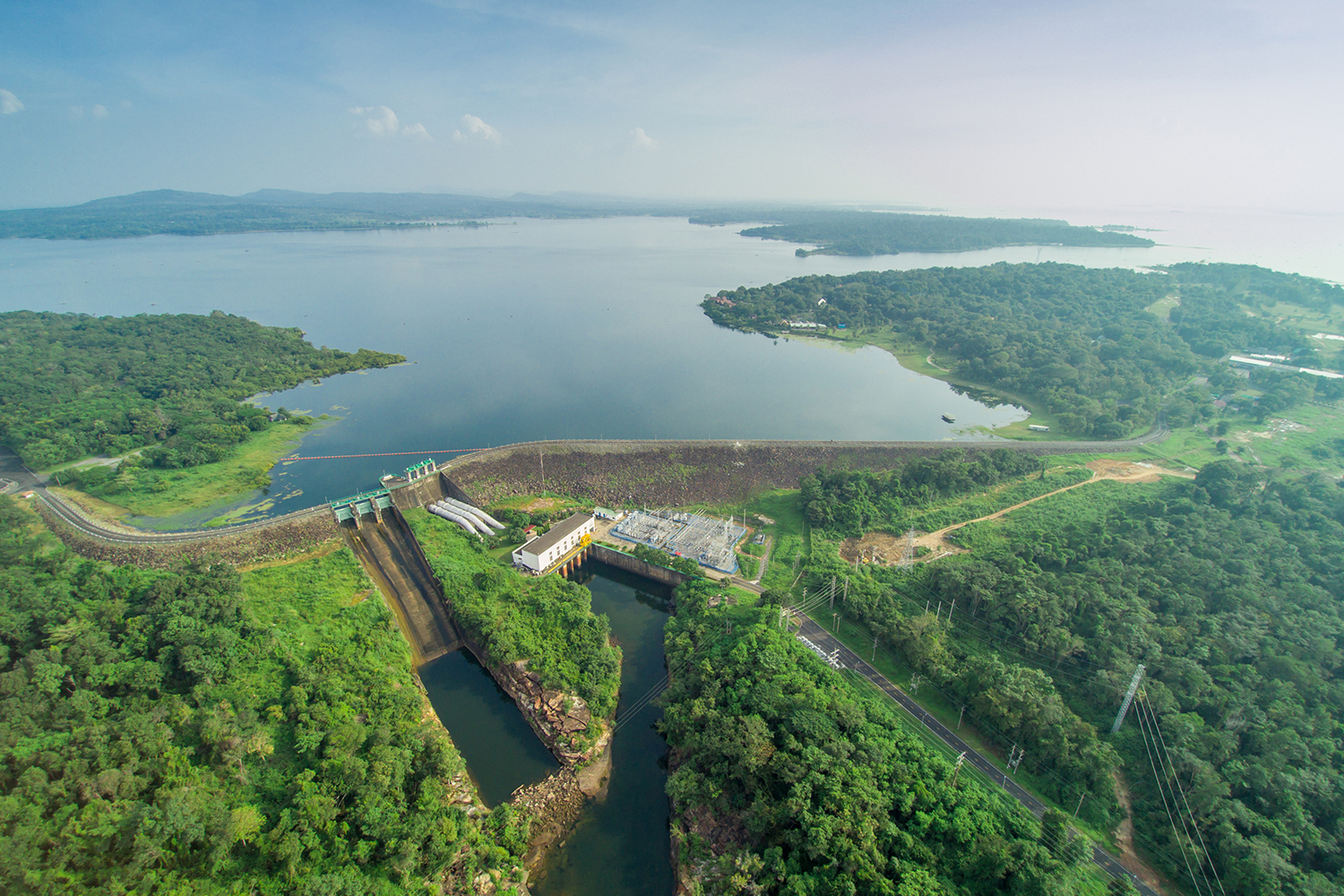 Sirindhorn Dam in Ubon Ratchathani is a pilot project of the Electricity Generating Authority of Thailand to develop the world's largest power generation from floating solar panels that will generate electricity at 45 megawatts and 36-MW hydro power plant. (Egat photo)