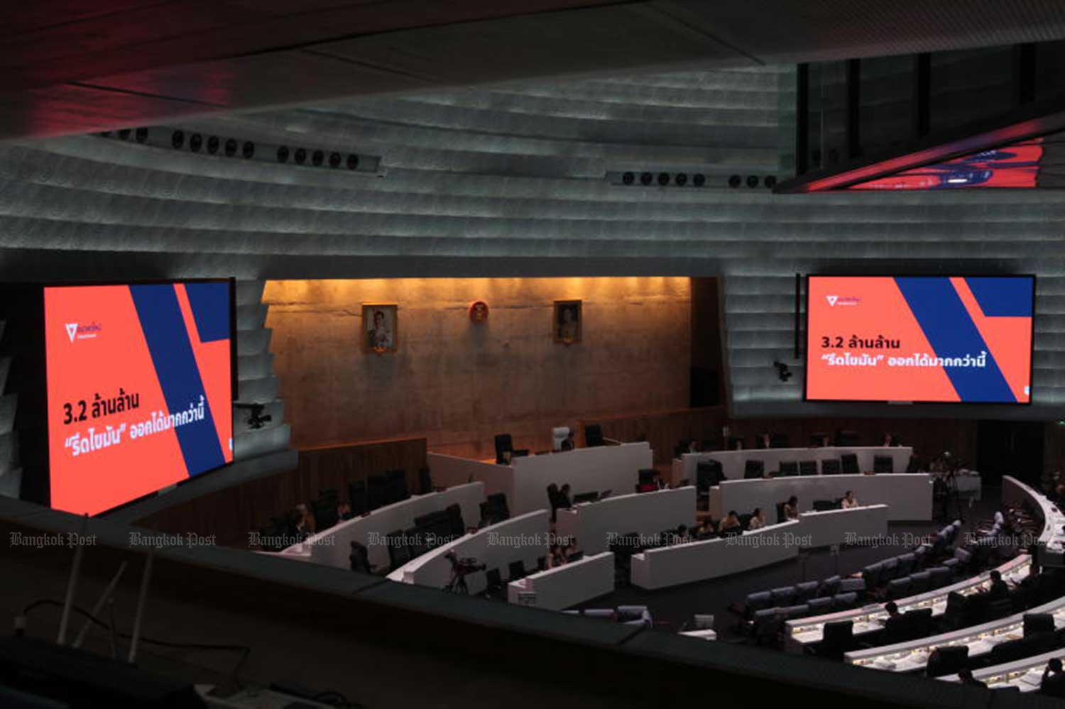 The 3.2-trillion-baht budget bill for fiscal 2020 was debated in the parliament before it sailed through its third reading, with most opposition MPs abstaining. (File photo)