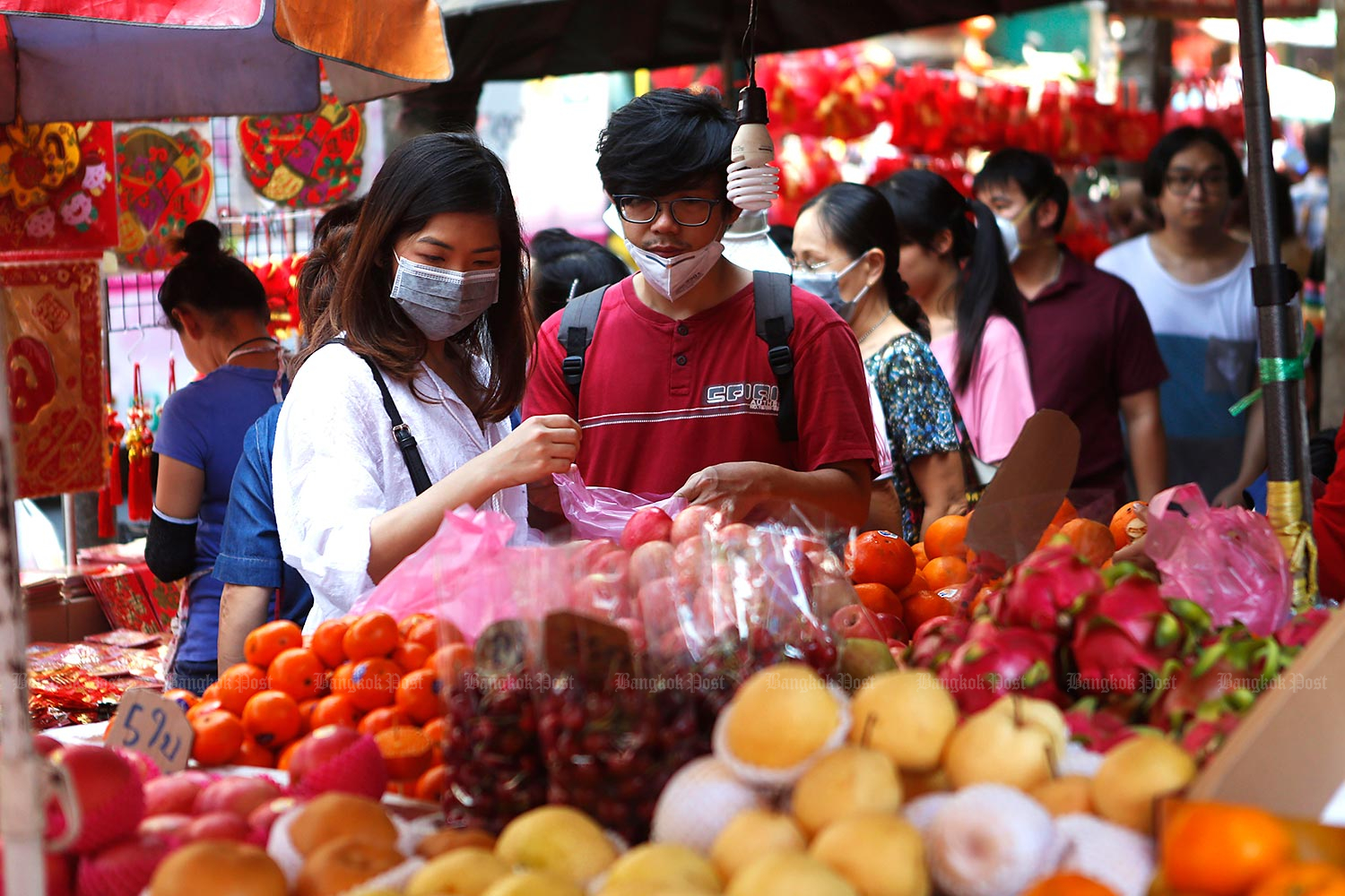 Thais are expected to spend less during Chinese New Year festival. (Bangkok Post file photo)