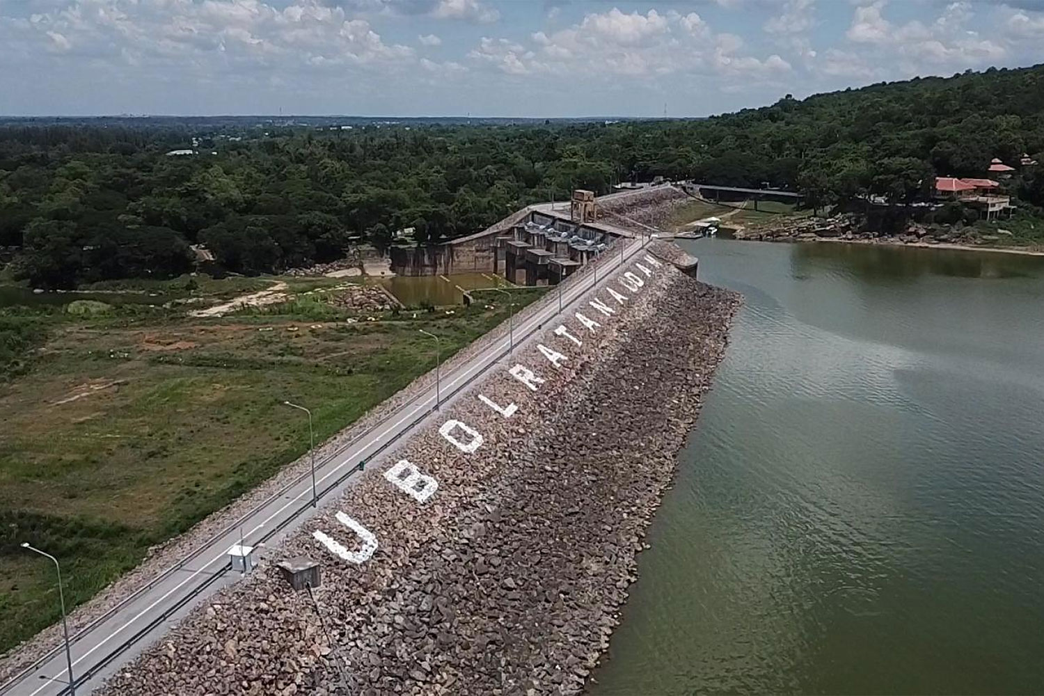 Ubol Ratana dam in Khon Kaen is one of nine dams that generates electricity under Egat's management. This dam will be the second site for a hydro-floating solar hybrid power project. (Photo by Chakkrapan Natanri)