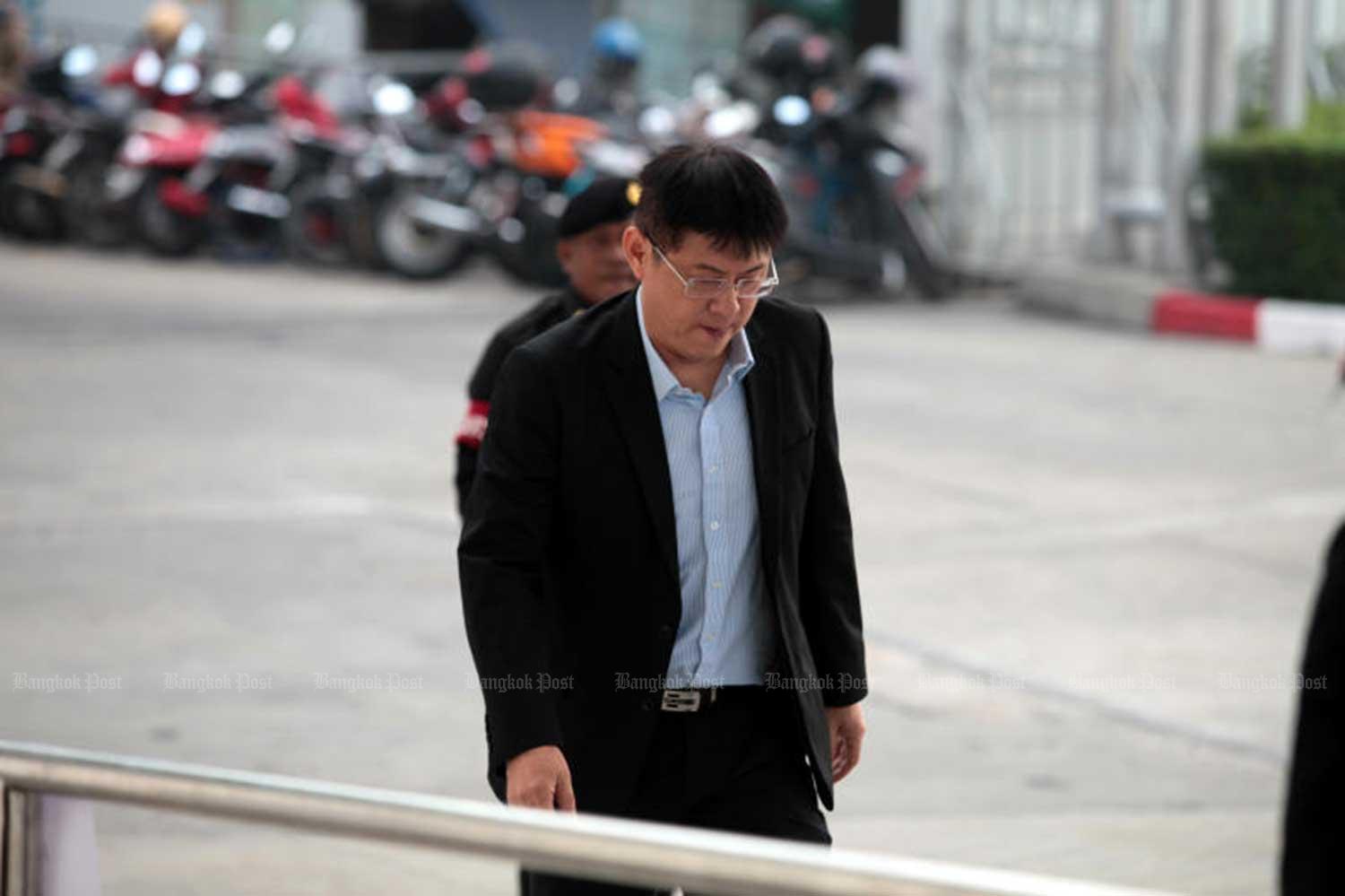 Former TV news anchor Sorrayuth Suthassanachinda arrives at the Central Criminal Court for Corruption and Misconduct Cases in Bangkok on Tuesday morning to hear the Supreme Court's decision on his appeal. (Bangkok Post file photo)