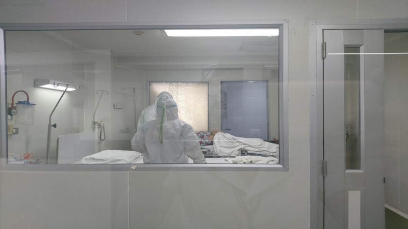 The fourth coronavirus patient in an isolation ward at Nakhon Pathom Hospital on Tuesday. The fifth case detected in Thailand was confirmed in Bangkok on Friday - a Chinese tourist from Wuhan. (Photo: Nakhon Pathom Hospital/Reuters)