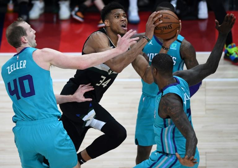 Giannis Led Bucks Beat Hornets In Historic Paris Nba Game