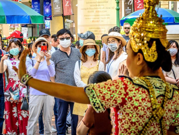 No overstay fine for tourists caught up in virus outbreak