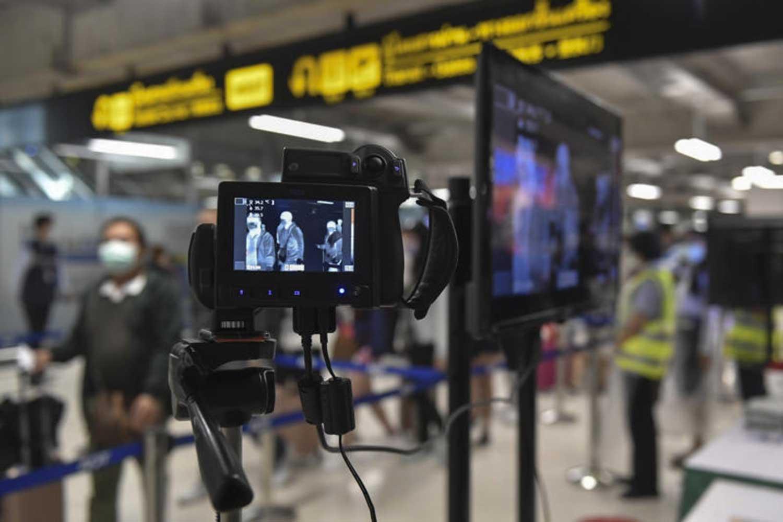 Arriving passengers pass through thermal screening for signs of the novel coronavirus, at Suvarnabhumi airport. (Government House photo)