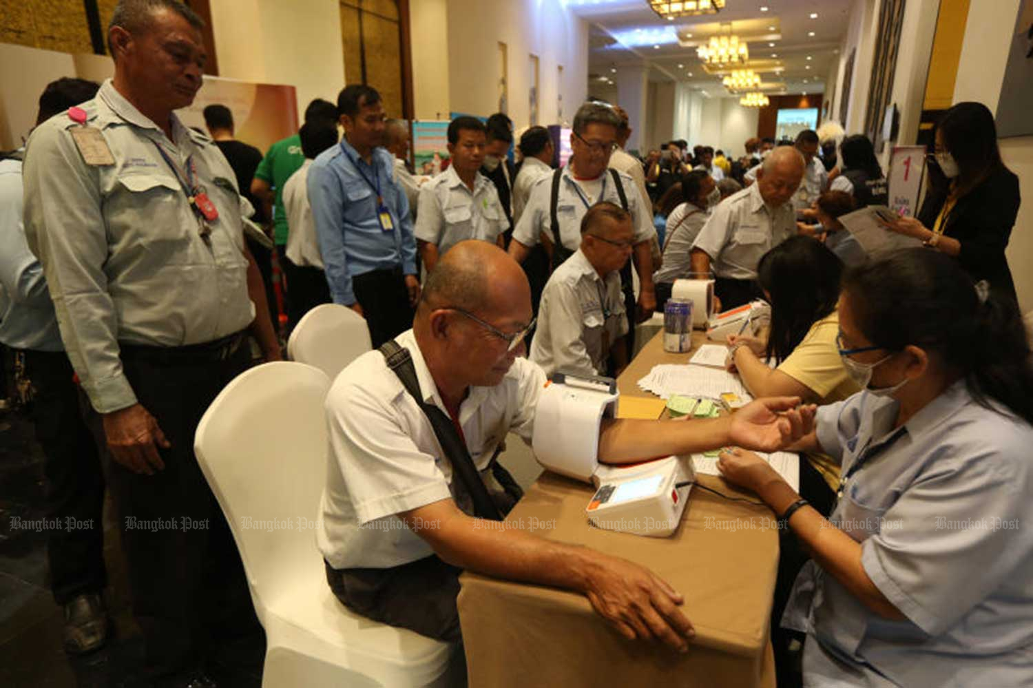Taxi drivers receive medical checkups at Novotel Suvarnabhumi Airport Hotel on Jan 27 as part of measures to control the outbreak of coronavirus. (Bangkok Post photo)