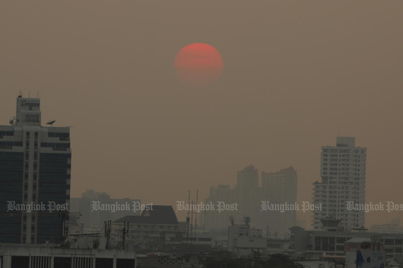 Toxic dust is one of the issues obstructing the country's GDP growth this year. (Post Today photo)