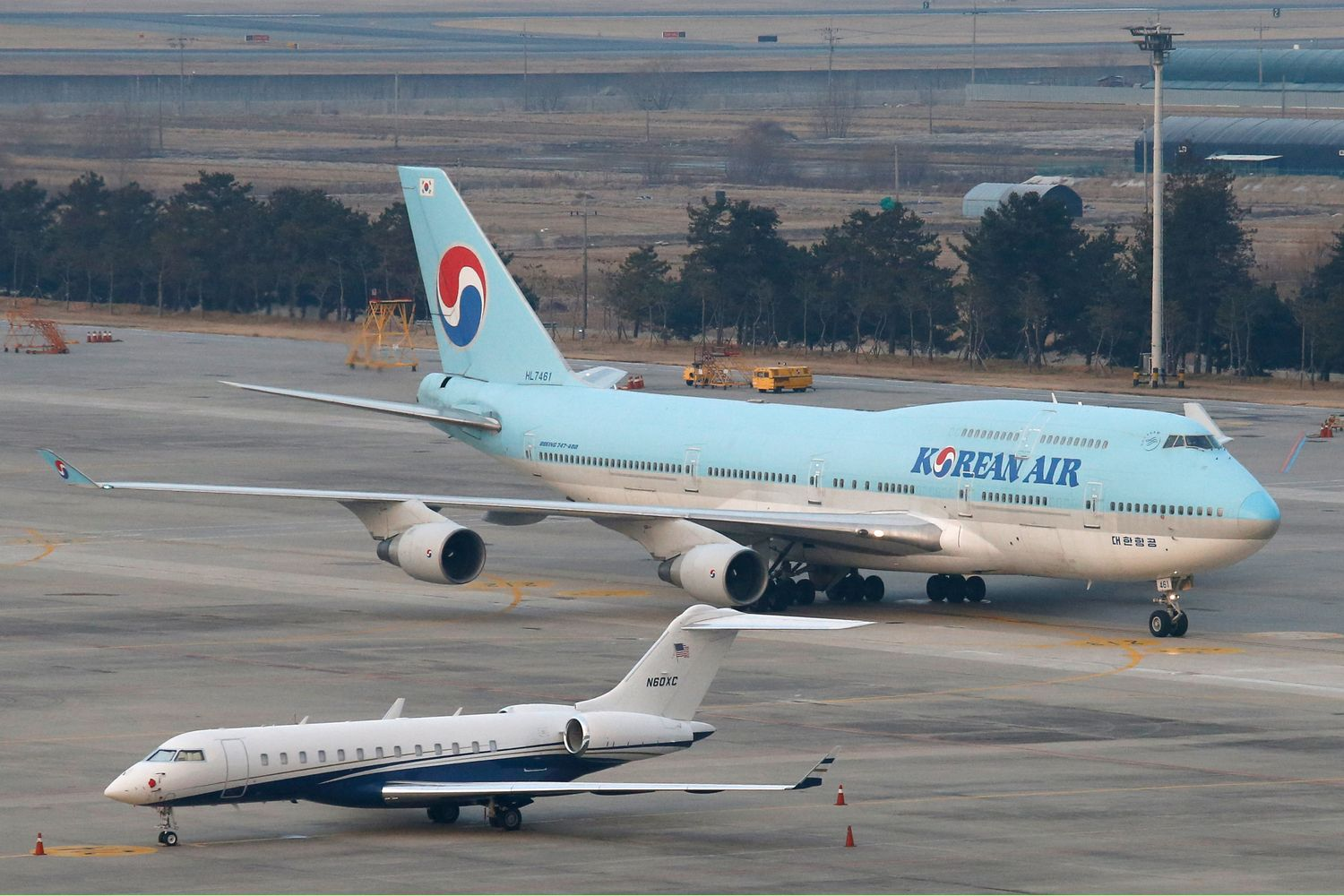 A chartered Boeing 747-400 plane carrying evacuated South Koreans from Wuhan arrives at Gimpo International Airport in Gimpo, South Korea, on Friday. (Reuters photo)