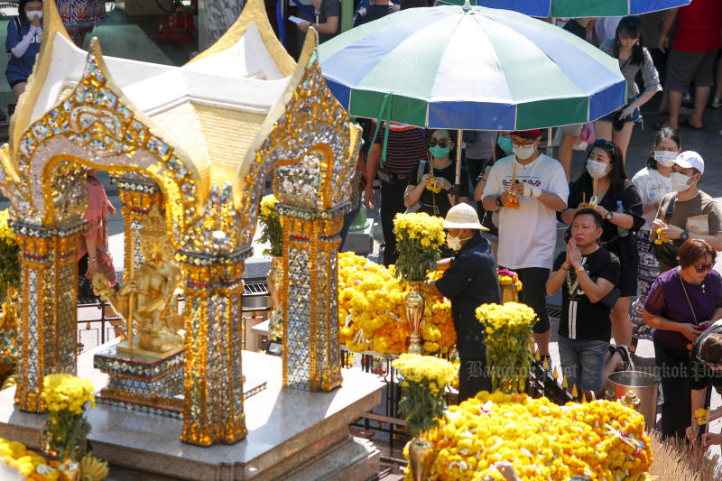 The Erawan shrine is one of the most popular attractions in Bangkok for Chinese tourists. (Photo by Pattarapong Chatpattarasill)