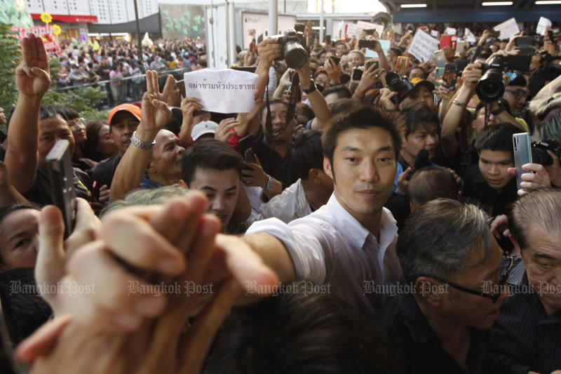 Future Forward Party leader Thanathonr Juangroongruangkit is greeted by supporters during an anti-government protest on the skywalk of Pathumwan intersection on Dec 14, 2019. (Photo by Wichan Charoenkiatpakul)