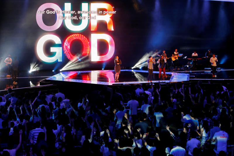 Worshippers attend a church service at the City Harvest Church in Singapore on March 1, 2014. (Reuters photo)