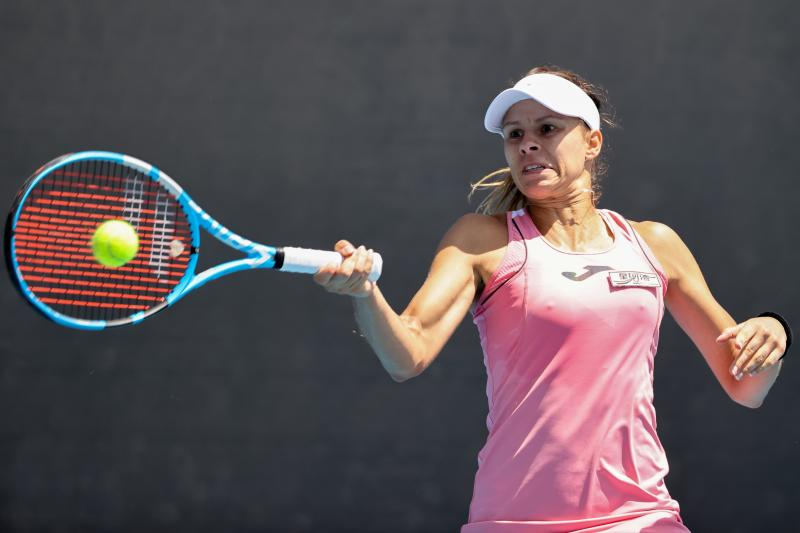 FILE PHOTO: Poland's Magda Linette hits a return against Netherlands' Arantxa Rus during their women's singles match on day two of the Australian Open tennis tournament in Melbourne on Jan 21, 2020. (AFP photo)