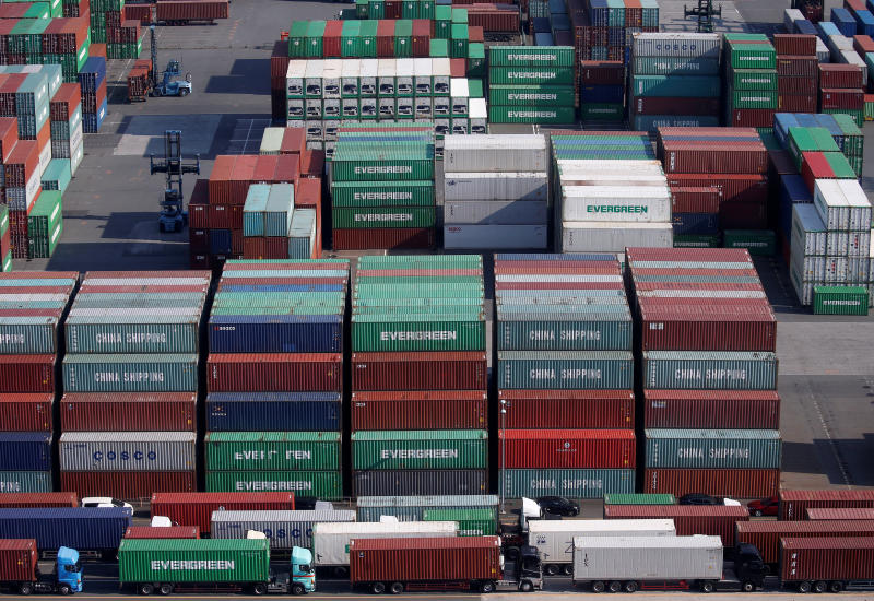 Shipping containers are seen at a port in Tokyo, Japan, March 22, 2017. (Reuters file photo)