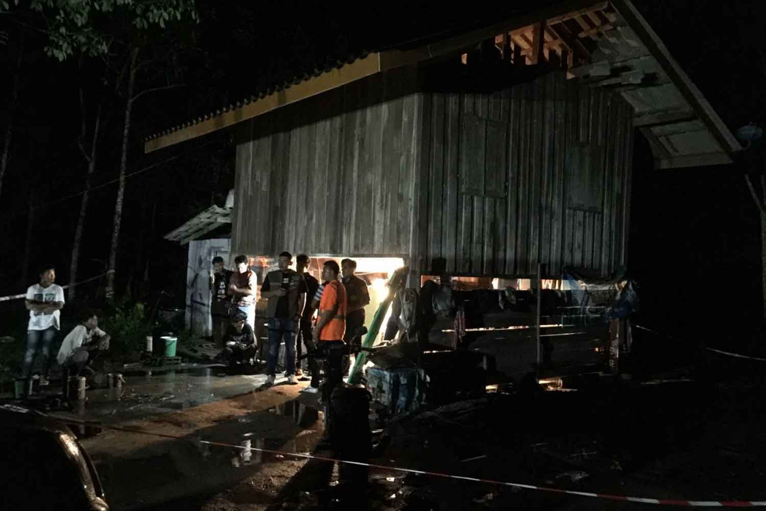 Police from Tha Sala district in Nakhon Si Thammarat at the cottage in a rubber plantation where a young woman was found dead early on Tuesday. (Photo by Nujaree Raekrun)