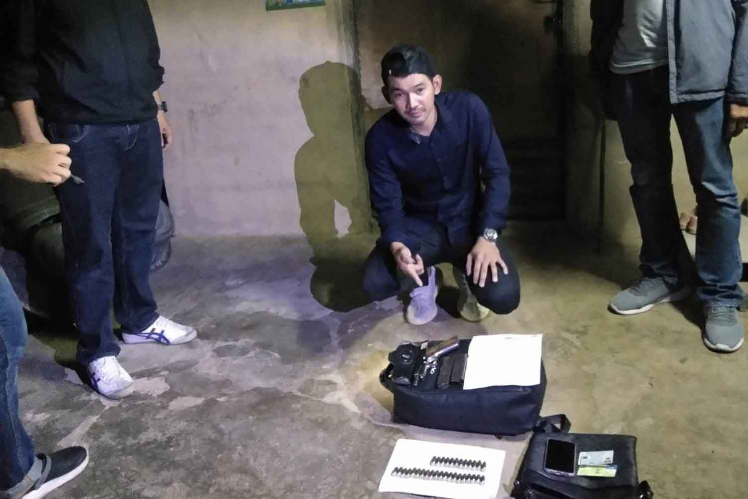 Danusorn Numcharoen, the suspect in the murder of his ex-wife at a cosmetic clinic in a shopping mall near Victory Monument on Tuesday, after his arrest by police in Phetchaburi's Kaeng Krachan district on Wednesday morning. (Photo supplied)