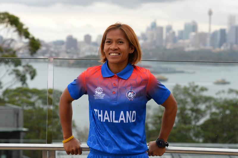 Thailand's captain Sornnarin Tippoch for the Twenty20 Women's World Cup poses for photos at Taronga Zoo in Sydney on Monday, a few days ahead of the start of the competition. (AFP photo)
