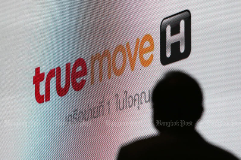 True Move H will receive 100 minutes of free calling and 500 megabytes of free mobile internet within after a 52-minute glitch in its mobile network. (Photo by Wichan Charoenkiatpakul)