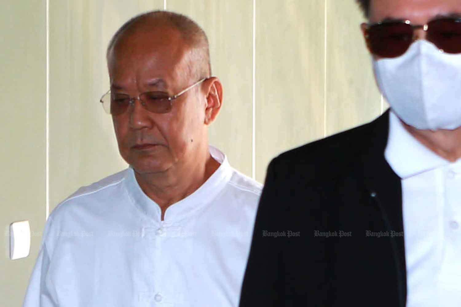 Thongchai Sukkho, 64, former abbot of Golden Mount temple, arrives at the Central Criminal Court for Corruption and Misconduct Cases in Bangkok on Wednesday. (Photo by Somchai Poomlard)