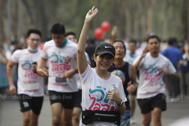 Runners participate in the anti-government run organised at Suan Rot Fai in Chatuchak district on Jan 12, 2020. (Photo by Wichan Charoenkiatpakul)